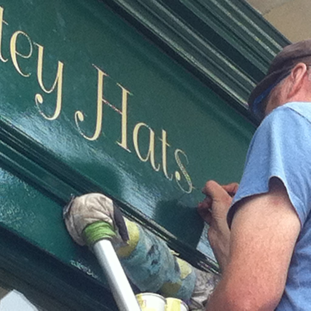 A London Traditional Signwriting company specialising in bespoke, hand painted lettering & fine gold leaf works