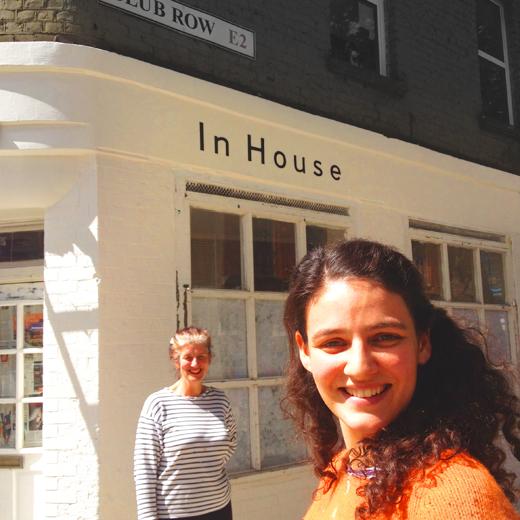 In-House-girls-Jet-n-mum-photo-and-sign-writing-Nick-Garrett2
