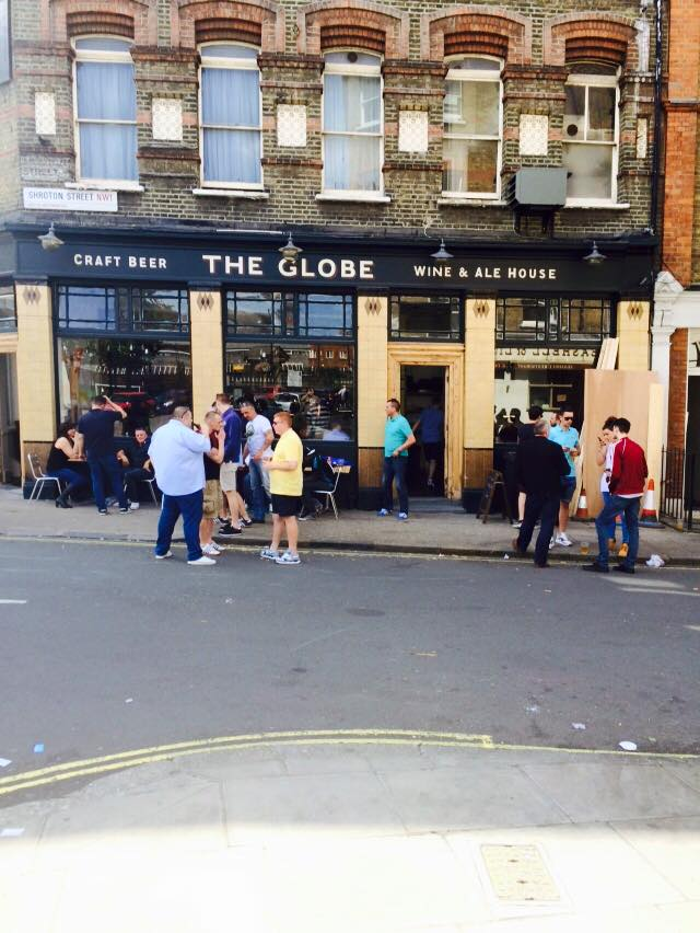 The Globe packing out - NGS signs